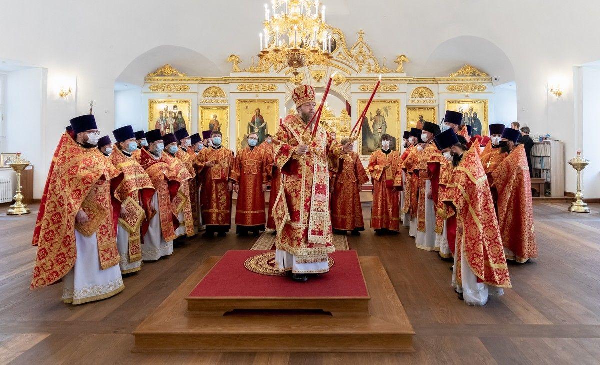 В день памяти святых учителей Словенских Мефодия и Кирилла митрополит Савва совершил Литургию в кафедральном соборе Вологды