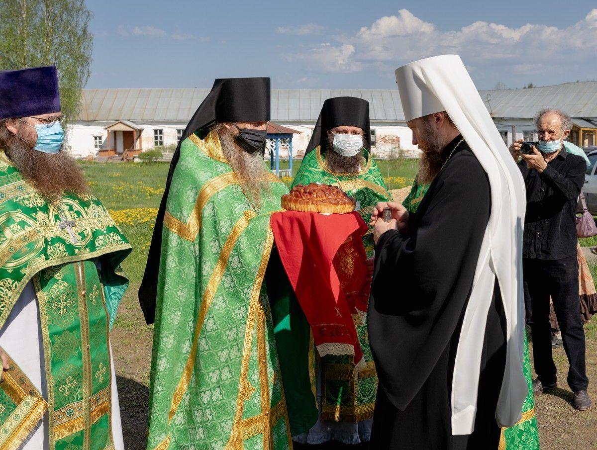 В день памяти преподобного Нила Сорского митрополит Савва совершил Литургию на месте подвигов основателя скитского жития на Руси