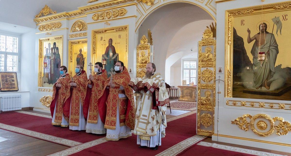В день памяти апостола Иоанна Богослова митрополит Савва совершил Литургию в Воскресенском кафедральном соборе