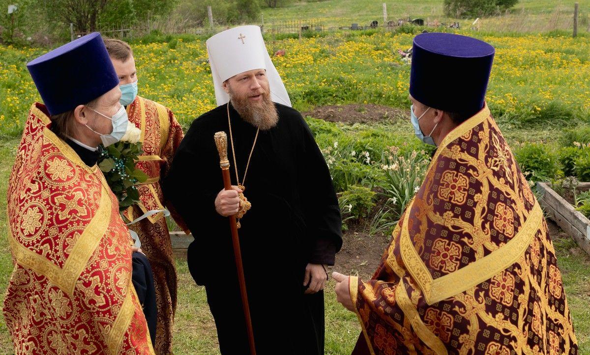 Митрополит Савва совершил всенощное бдение в Никольском храме деревни Ламаниха