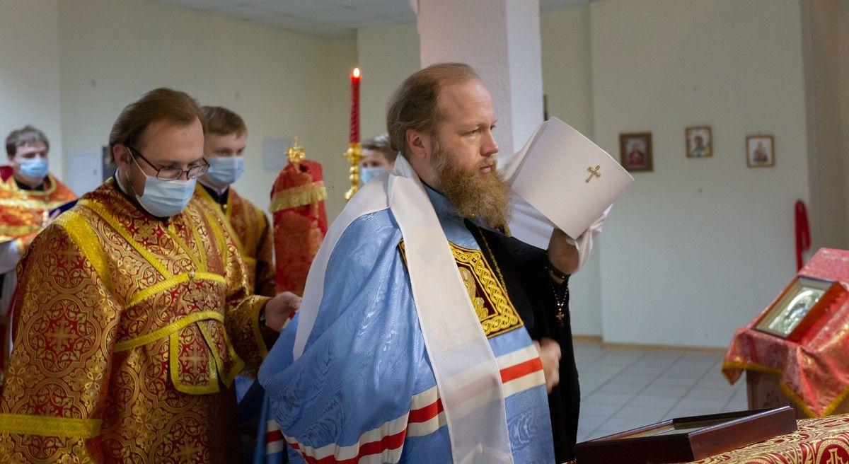 В Неделю о самаряныне митрополит Савва совершил Литургию во Власьевском храме Вологды