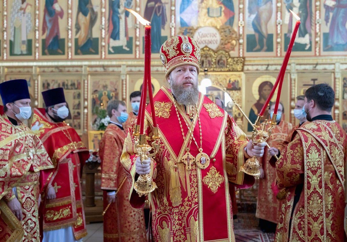 В день памяти равноапостольных Константина и Елены митрополит Савва совершил Литургию в Константино-Еленинском храме Вологды