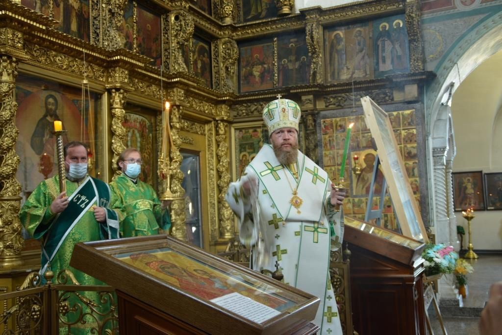 В канун дня памяти праведного Прокопия Устюжского в кафедральном соборе Великого Устюга состоялось архиерейское богослужение
