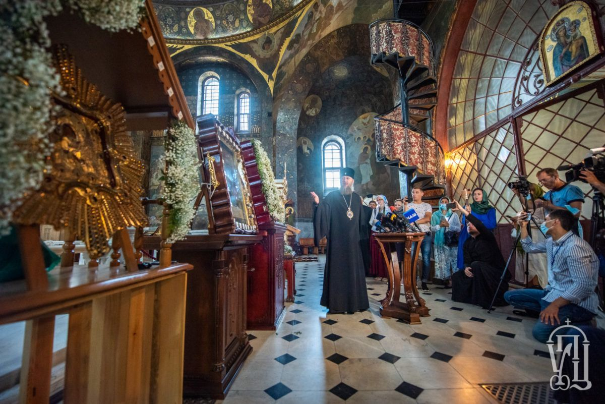 В Киево-Печерской лавре прошел брифинг по случаю принесения в Киев чудотворных образов Пресвятой Богородицы к Дню Крещения Руси