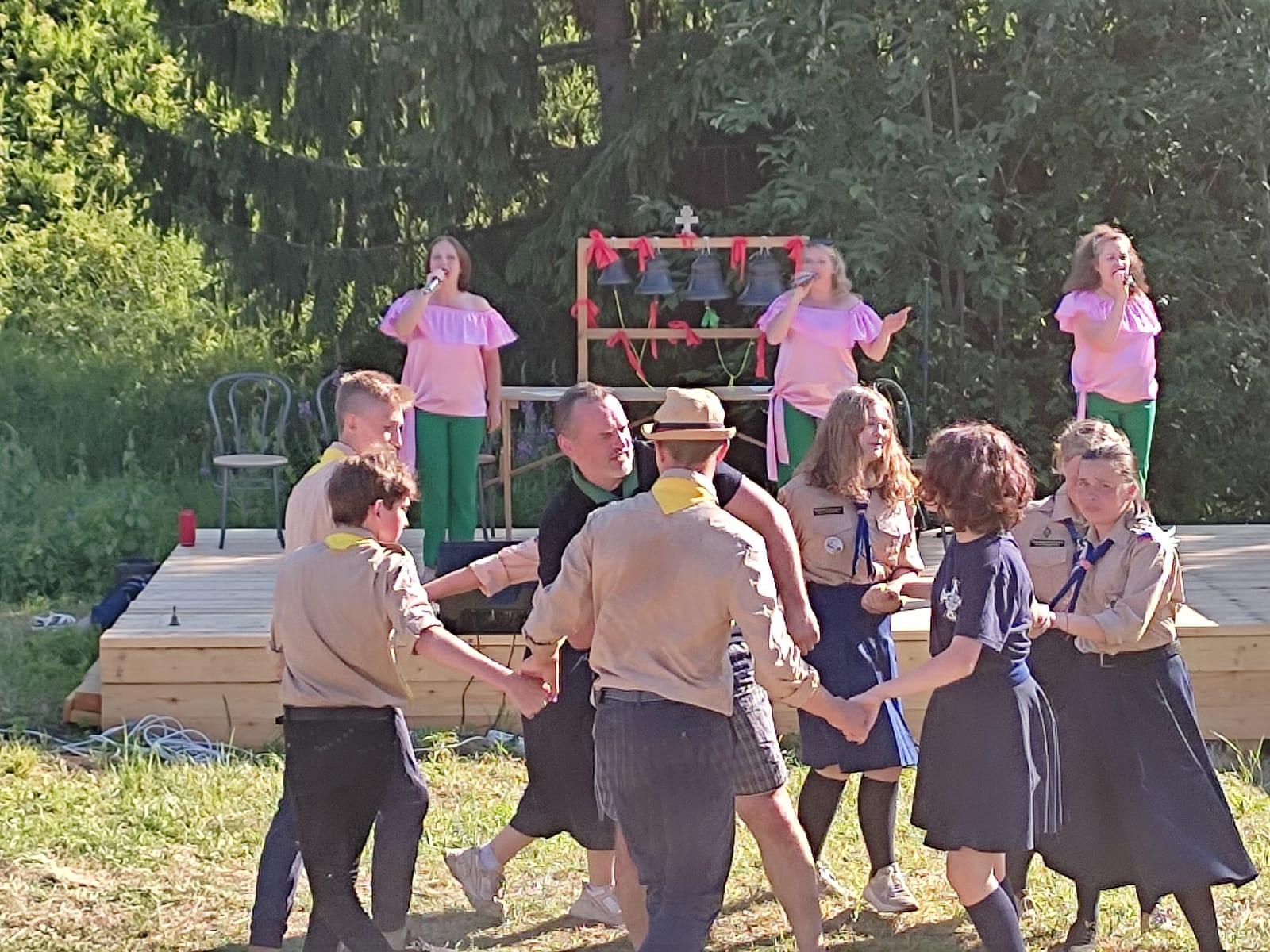 Участники епархиальной экспедиции «ПроСвет» поздравили жителей Белозерска с Днём города