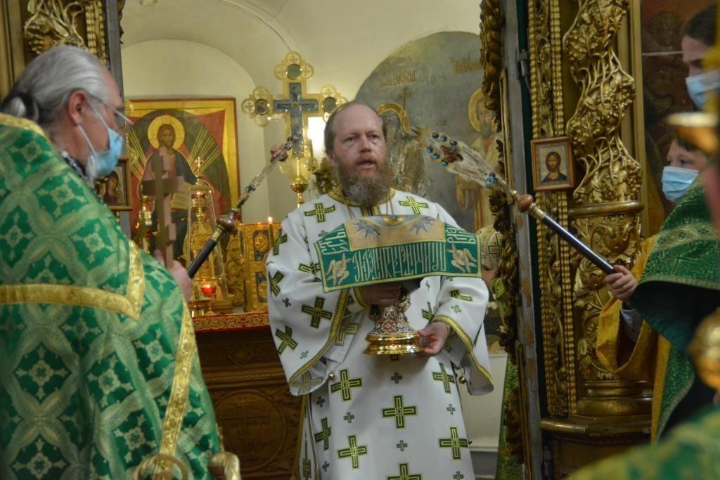 В Великом Устюге прошли торжества по случаю праздника Казанской иконы Божией Матери и дня памяти святого Прокопия Праведного