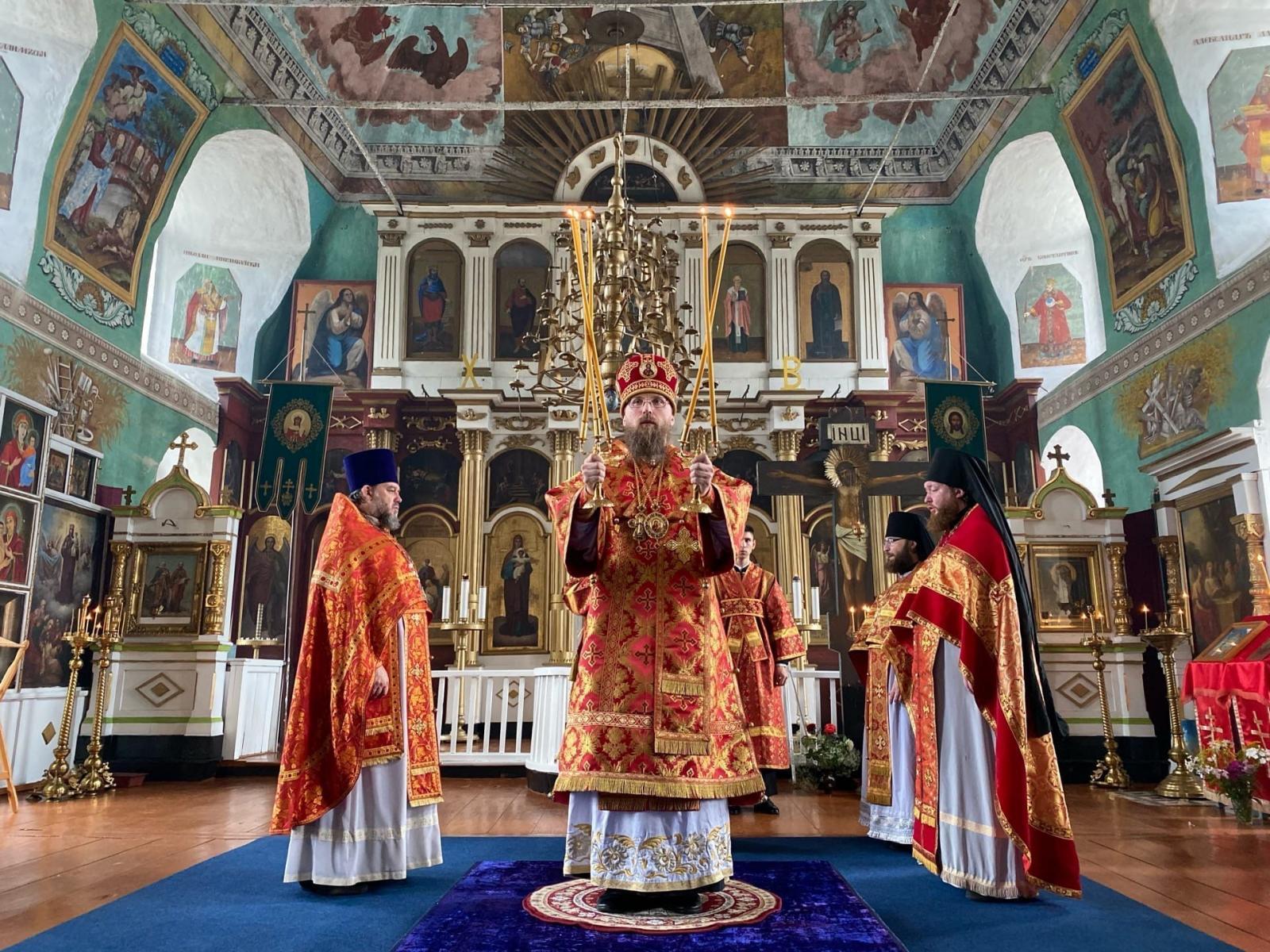 Епископ Игнатий совершил богослужение в Благовещенском храме села Димитриево
