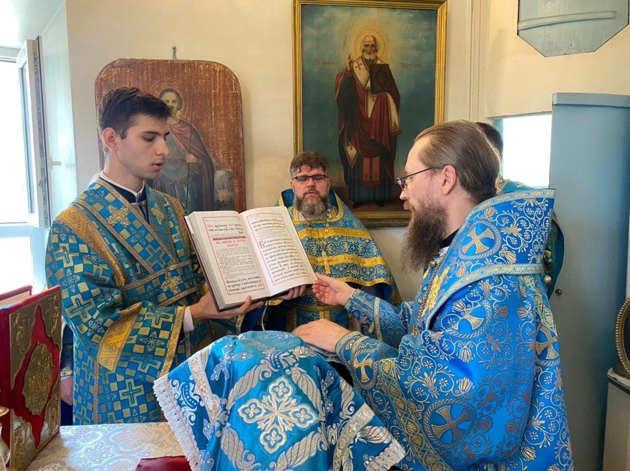 ВпраздникТихвинской иконы Божией Матери жители села Носовского молились за архиерейским богослужением