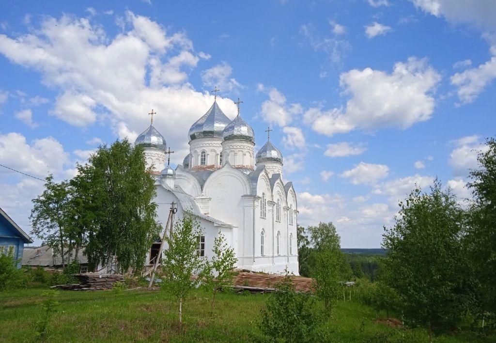 Прихожане восстанавливаемого Никольского храма в деревне Шатенёво молитвенно отметили день памяти святых благоверных князей Петра и Февронии