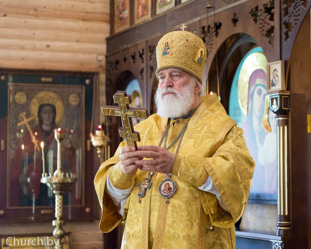 В день памяти равноапостольного князя Владимира Патриарший экзарх всея Беларуси возглавил Литургию во Владимирском храме Минска