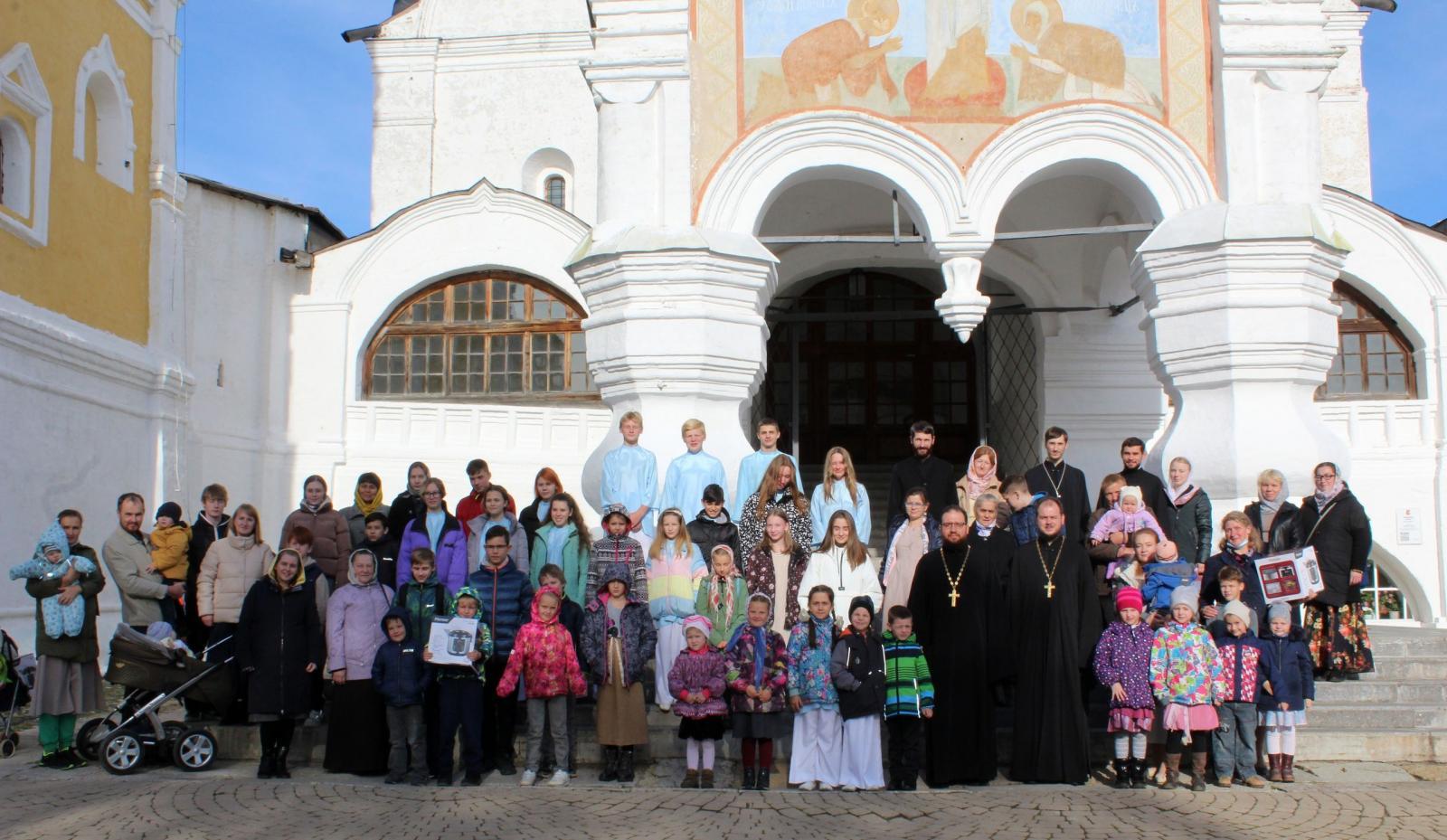 В день памяти святых благоверных князей Петра и Февронии Муромских в Спасо-Прилуцком монастыре прошел праздничный концерт