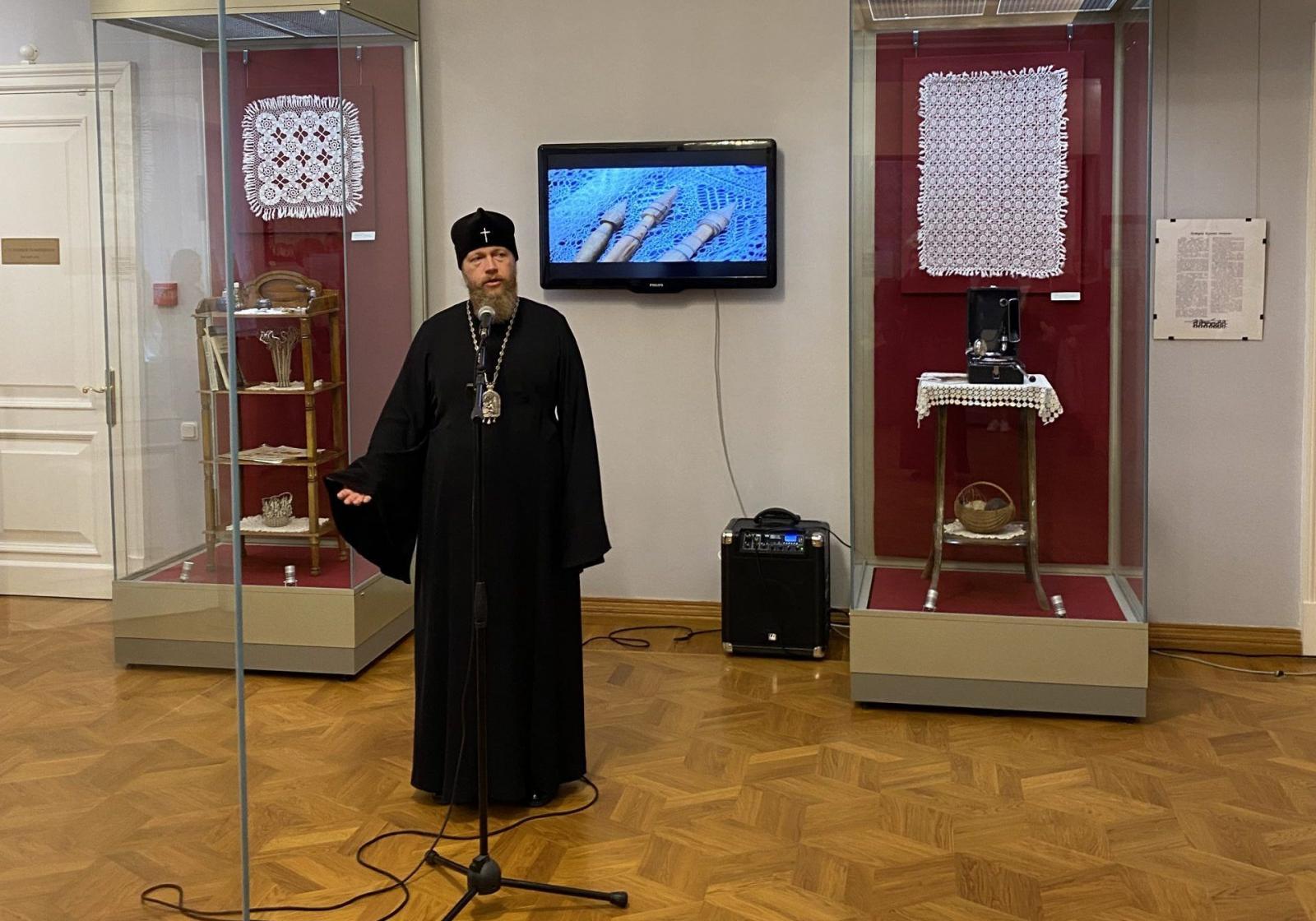 Глава Вологодской митрополии участвовал в открытии выставки в Вологодском музее кружева