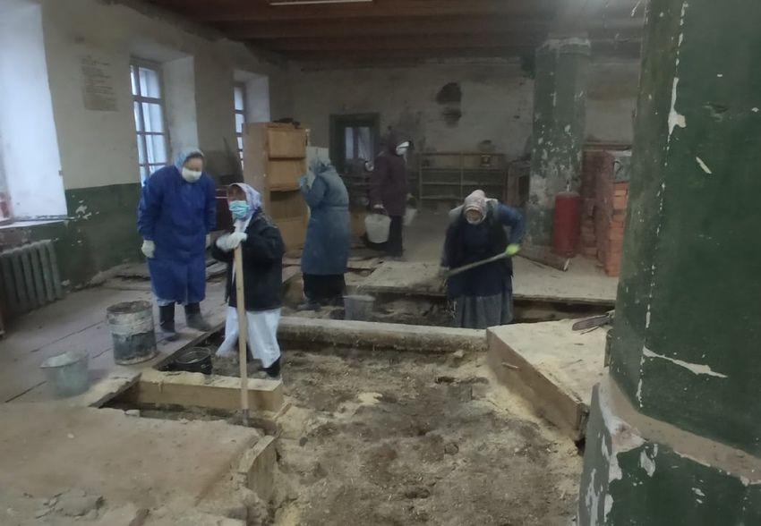 В Спасо-Суморином монастыре состоялся очередной субботник