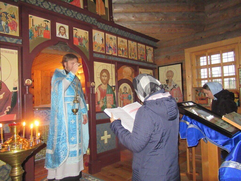 В праздник Покрова Пресвятой Богородицы в храме-часовне на месте бывшего Покровского Шухтовского монастыря состоялась Божественная литургия